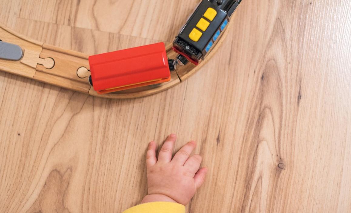 dítě a vlak