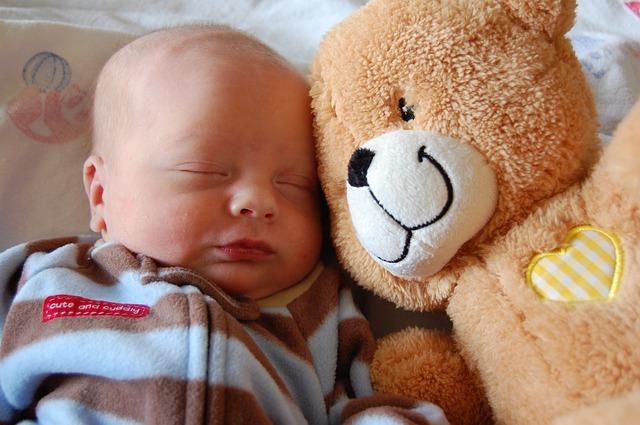 miminko s medvídkem