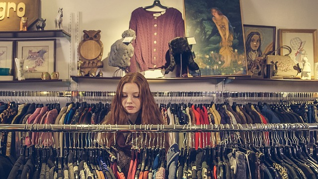 děvče v obchodě