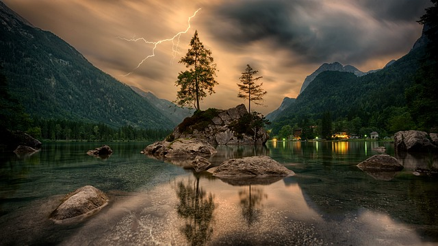 přírodní jezero.jpg
